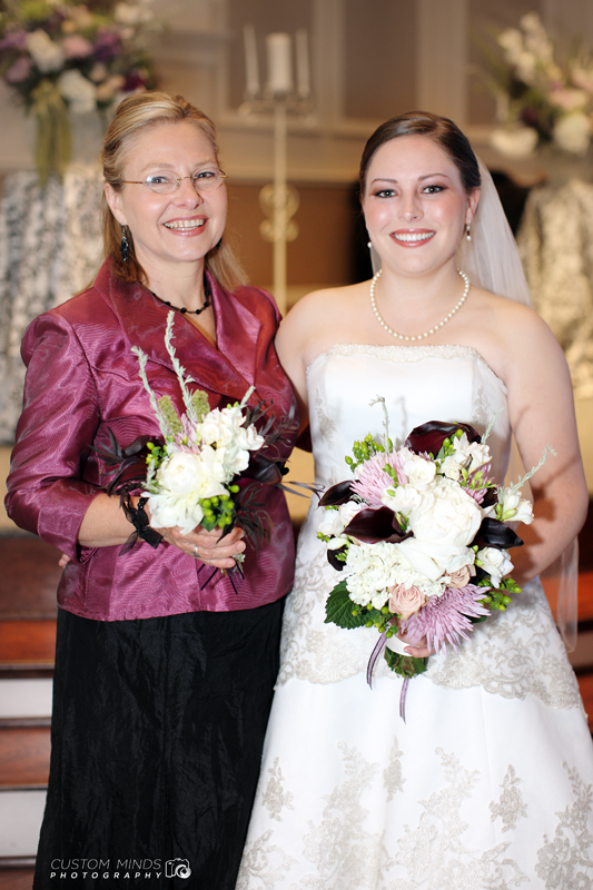 Bride and Mother of the Bride in Spring Texas wedding