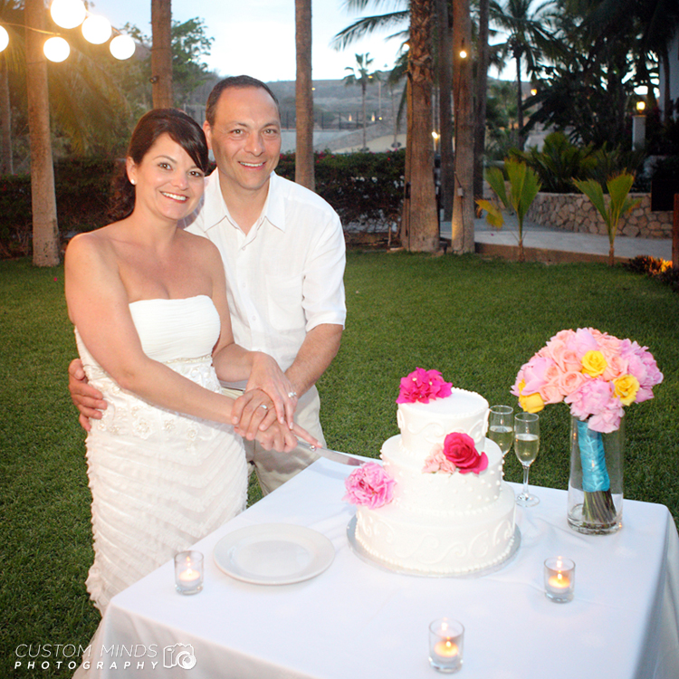 Bride and Groom cut their cake during the wedding reception in Cabo San Lucas Mexico