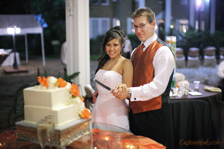 Bride and Groom cutting the cake in Friendswood Texas